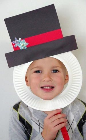 With Christmas around the corner and little ones coming home for winter break, you're probably scrambling to keep them busy and prepare for the holidays. Have them make this Snowman Paper Plate Mask Craft to keep them busy but still festive.