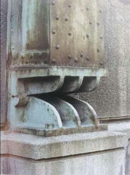 Peter berhens / détail du piètement d'une colonne métallique / usine des turbines AEG Berlin