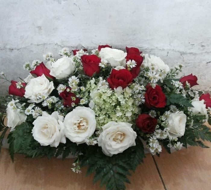 Gambar Rangkaian Bunga Mawar Merah Dan Putih