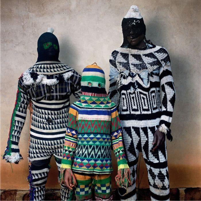 Imagen cortesía de Phyllis Galembo.  Los disfraces utilizados en los carnavales africanos y afroamericanos, fotografiados por Phyllis Galembo para su libro Maske.