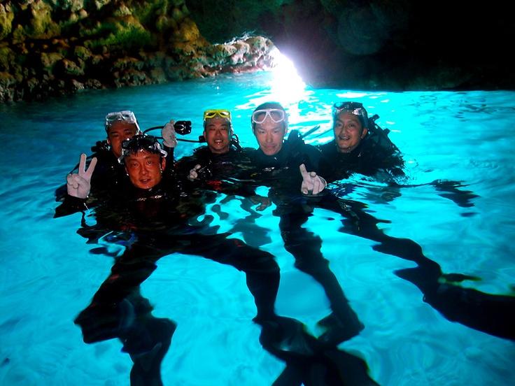 社員旅行で青の洞窟体験ダイビング