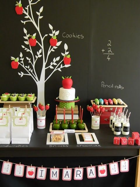 Love the idea of a back to school party.: Back To Schools, Schools Parties, Teacher Appreciation, Theme Parties, Schools Theme, Parties Ideas, Apples Parties, Graduation Parties, Desserts Tables