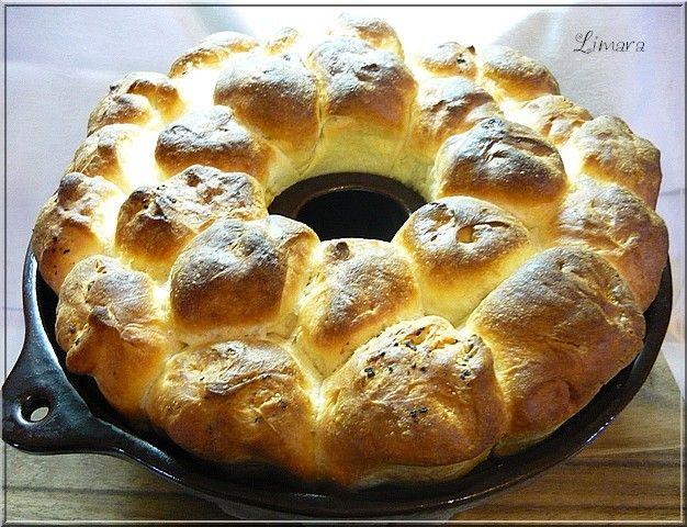 Ebben a kuglófszerű kalácsban minden benne van, ami a húsvéti asztalról nem hiányozhat. A kalács, a sonka, a főtt t...