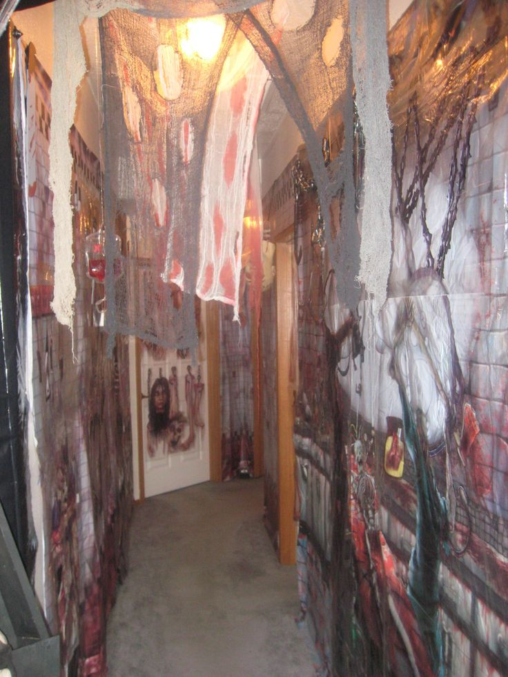 17 best images about halloween asylum theme on pinterest metal gates straitjacket and haunted - Deco hal halloween ...