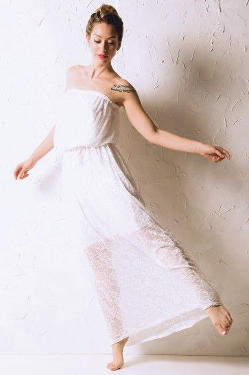 White Maxi Lace Strapless Dress Στράπλες μακρύ φόρεμα με λευκή δαντέλα, κορδόνι στη μέση και εσωτερική φόδρα. One size.