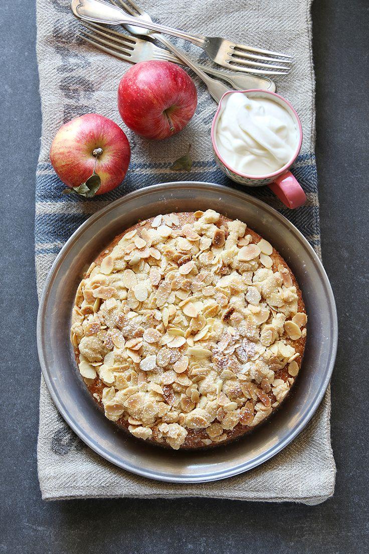 Een overheerlijke appel-amandelcake, die maak je met dit recept. Smakelijk!