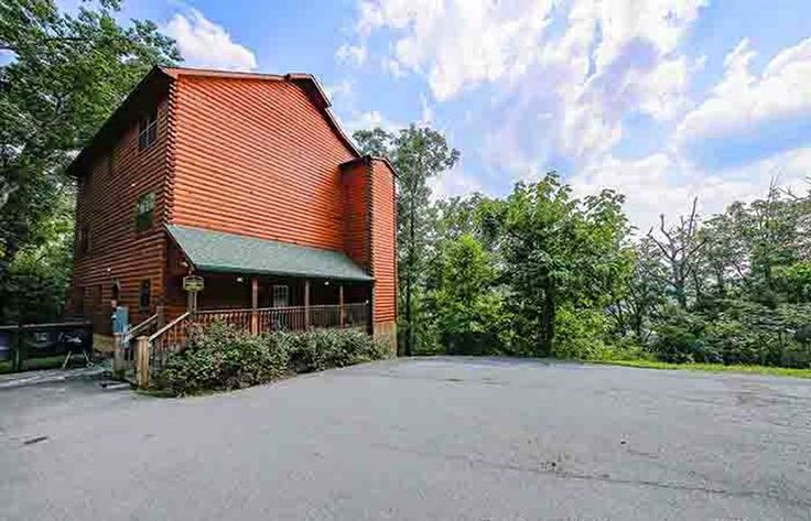 Wildbriar Inn | Pigeon Forge TN Large Group Cabin Rental [sleeps 25+]
