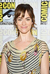 """Maggie Siff  Born: June 21, 1974 in Bronx, New York, USA Height: 5' 6"""" (1.68 m)"""
