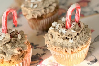 Christmas Cupcakes - Holiday Cupcakes for the Starbucks Addict (from Cupcake Project - cupcakeproject.com)