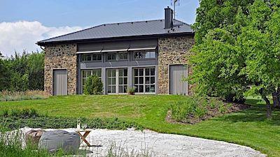 Zvláštní ocenění poroty patří elegantnímu domu, který je vhodně zasazený do prostředí.