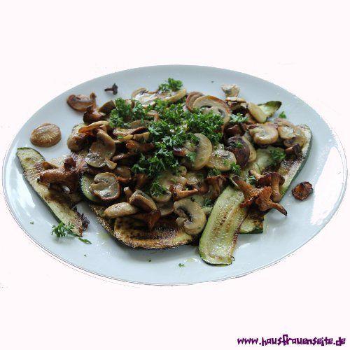 gebratene Zucchini und Pilze -  gebratene Zucchini und Pilze - oder auch Zucchini e funghi all' aglio e olio - grandiose Vorspeise vegetarisch vegan laktosefrei glutenfrei