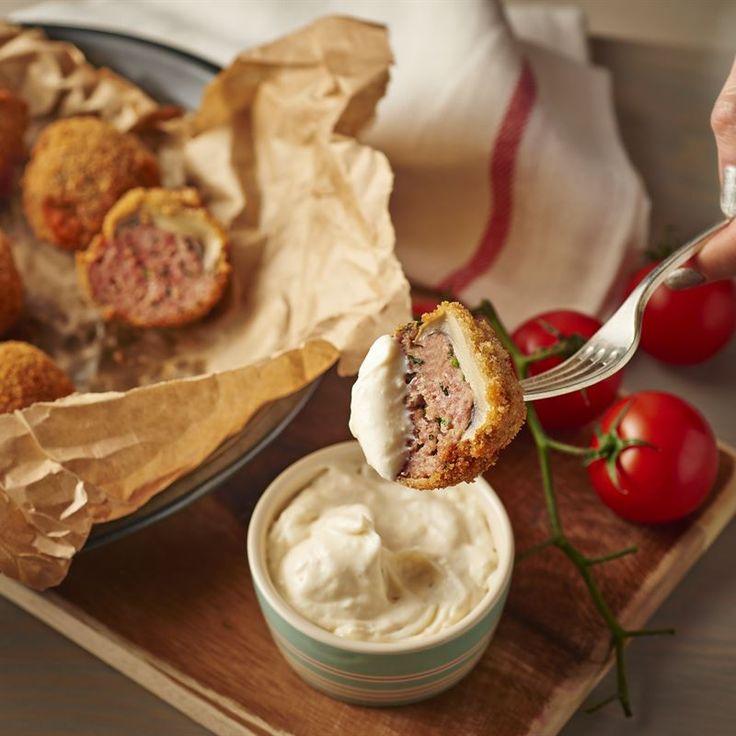 Pieczarki faszerowane mięsem mielonym z dodatkiem majonezu - przekąska idealna na grilla lub jako dodatek do dania głównego. Poznaj naszą propozycję!