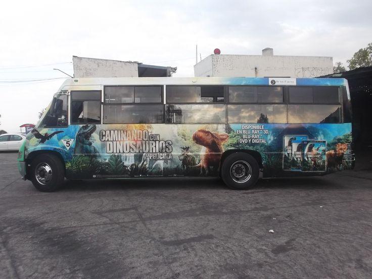 BUS CON DISEÑO DE PELÍCULA CAMINANDO CON DINOSAURIOS MÉXICO CONTRATA