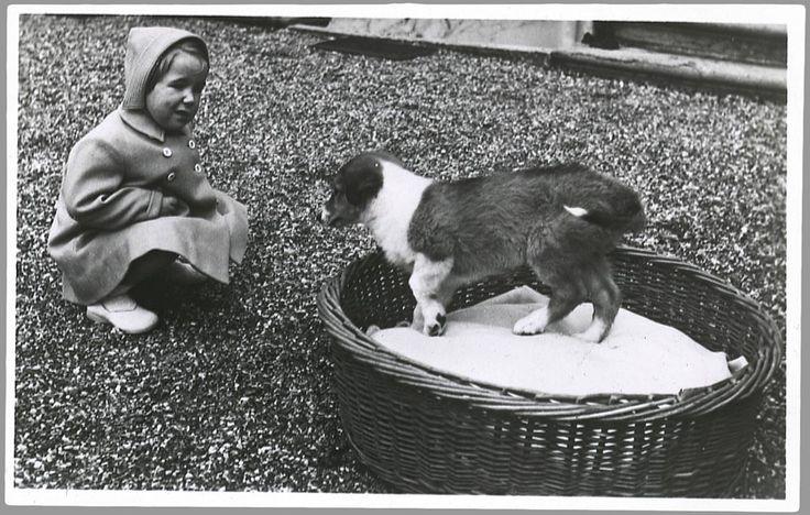 Prinses Marijke met het hondje Pup