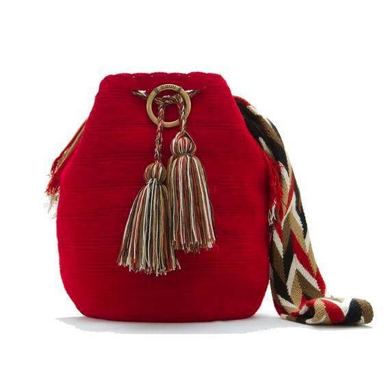 Sizler için bugün örgü çanta modellerini konu olarak ele aldık. Tığ işi örgü çantalar modern çanta modellerinin alternatifi olarak her zaman yerini korumuştur. Her alanda kullanılabilen örgü çantalar günümüzdeki teknolojinin gelişmesi ile birbirinden şık ve modern örgü çanta örnekleri olarak karşımıza çıkmaya başlamıştır. Örgü çantalar çok çeşitlilik göstermektedir. Biz bugün sizler için paylaşmak istediğimiz model