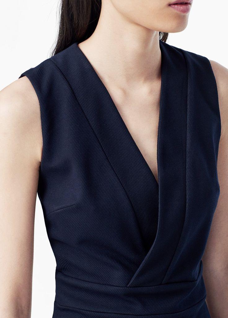 Платье с V-образной горловиной
