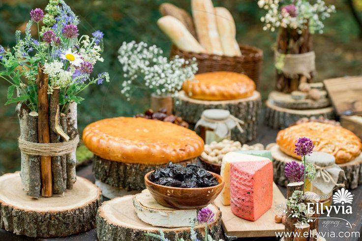 Сырный стол и замечательные декорации к ним в рустик стиле! В меню входит 5-8 видов сыров, фрукты, овощи, оливки, орешки, мед, багеты, вина. Порадуйте себя и своих гостей изысканностью!
