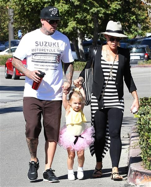 Sept. 27, 2013 - Pink and husband Carey Hart take their daughter Willow out for breakfast in Malibu, Calif.