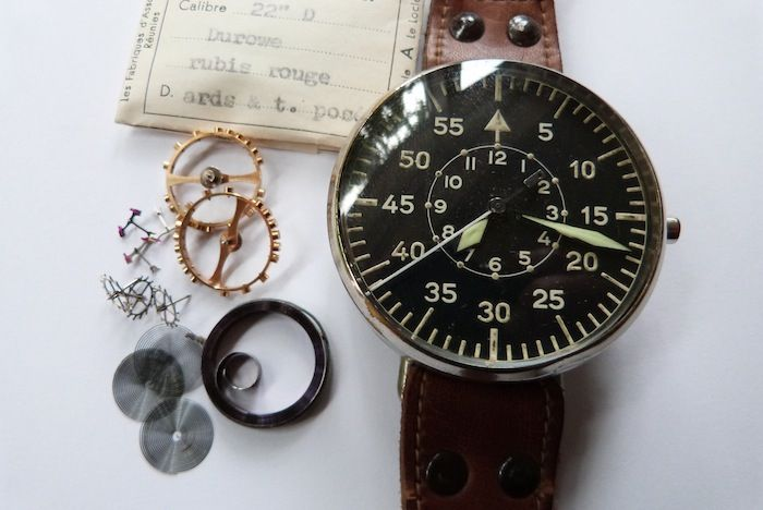 55mm B-Uhr Parts was also in the rubbish container ! This watchparts and watches were delivered to the Deutsche Luftwaffe. This parts are also original packed in 1944 !!!!!!  Here thw original watch with the parts ….