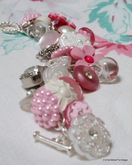 lovely bracelet made of buttons - old and new.: Idea, Cherished Vintage, Vintage Buttons, Buttons Buttons, Button Crafts, Button Bracelets, Buttonbracelet, Button Jewelry