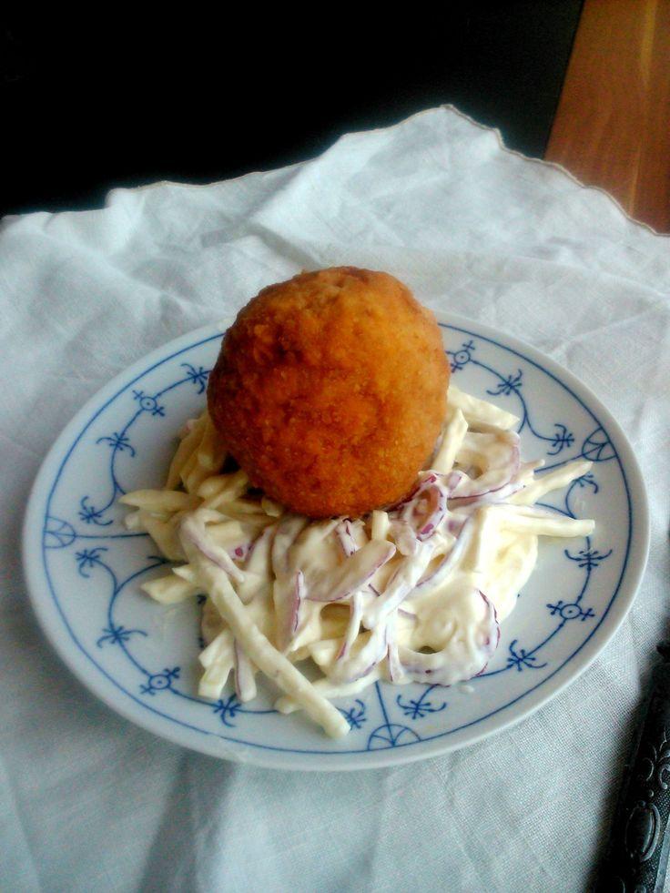Tökéletes skót tojás salátafészekben - Perfect scotch eggs in salad-chest http://atetovaltlanykonyhaja.cafeblog.hu/2015/03/14/skot-tojas-salatafeszekben/