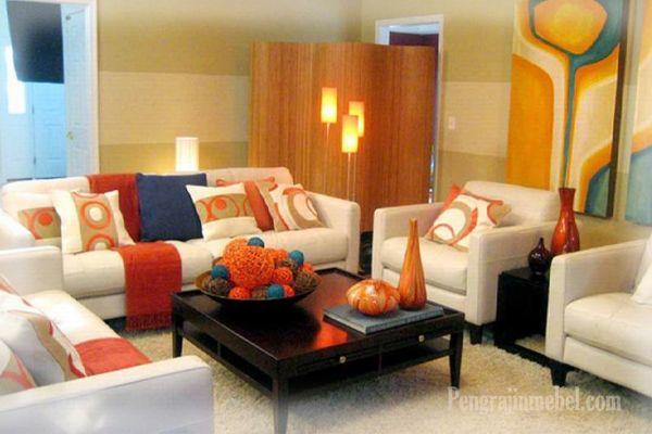 Ide dekorasi ruang keluarga warna warni