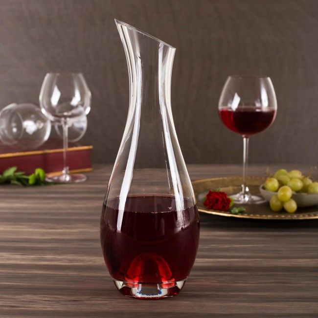 Bring out the full flavour and bouquet of your favourite wine with our Tuscana Wine Carafe.  Decanting wine lets it breathe, enhancing the flavours and helping remove unwanted sediment. The deep punt helps aerate your wine and remove sediment, ensuring your wine is delicious.