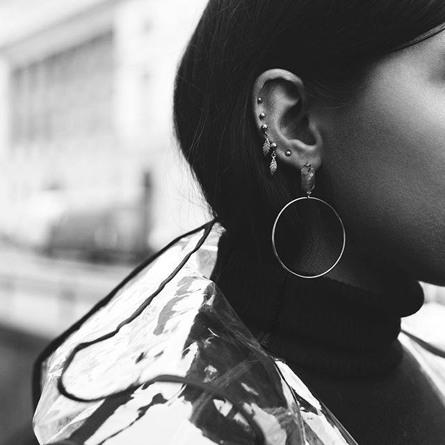 Our mini feathers and studs  Le nostre mini piume e chiodi  #gioielli #jewels #madeinitaly #sterlingsilver #fashion #argento925 #moda #milano #thaisgioielli  #influencer @stefaniabravi_  #picture @gaiabonanomiph