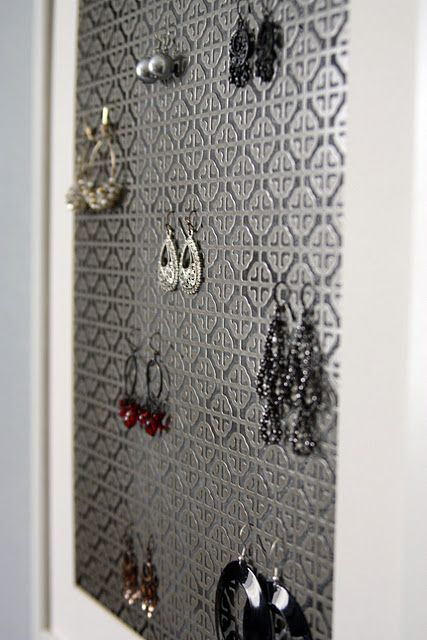radiator grates (from Home Depot) as a surprisingly pretty way to organize jewelry: Radiator Covers, Earring Holders, Jewelry Display, Earrings Holders, Radiator Grateful, Jewelry Holders, Home Depot, Diy Earrings, Earrings Storage