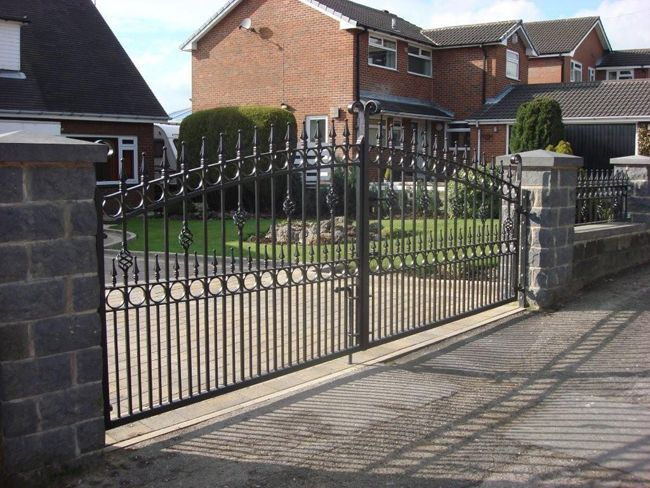 Driveway Gates Large Driveway Gates Fitted To Concrete