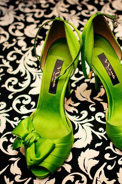 Lime green Nina New York wedding day heels | villasiena.cc