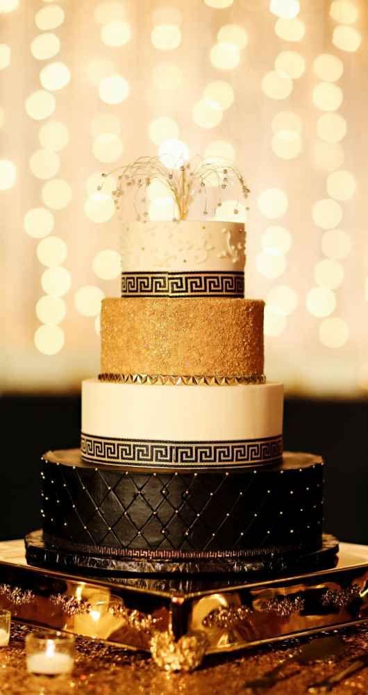 Elegant black and gold Gatsby-inspired wedding cake - The Wedding ...