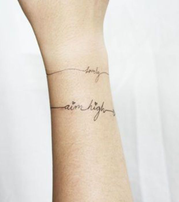 19 Tatuajes En La Muneca Mas Bonitos Que Una Pulsera Tatuaje Nombre Muneca Tatuaje De Pulsera Tatuajes