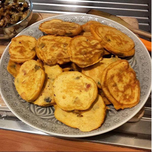 Pancake salati con pomodoro e melanzane, un secondo piatto o un antipasto facilissimo da fare e delizioso!