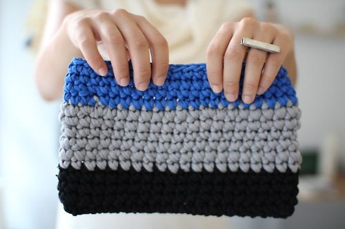 t-shirt yarn clutch