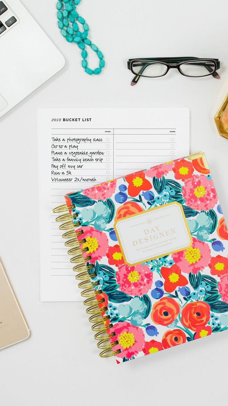 What's on your 2018 Bucket List? The perfect printable to track all the things you want to do in 2018: the big and the small, the meaningful and the fun! Download this free printable from Day Designer—the strategic planner & daily agenda for living a well-designed life. #daydesigner