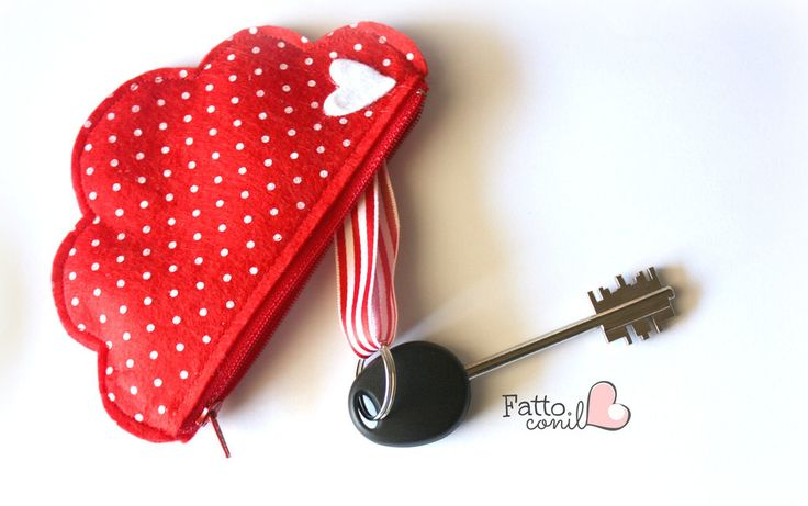 borsellino portachiavi nuvola feltro rosso a pois firmato fattoconilcuore, by fattoconilcuore, 9,00 € su misshobby.com | Great Idea For A Gift!!! #giftideas