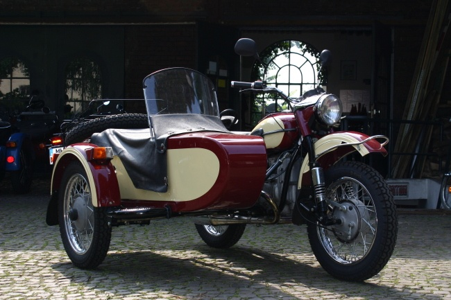 1000 images about motorcycles with sidecars on pinterest antique motorcycles for sale rigs. Black Bedroom Furniture Sets. Home Design Ideas