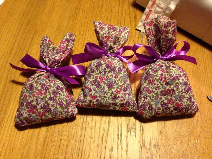 Petits sacs en tissus Liberty rempli de lavande