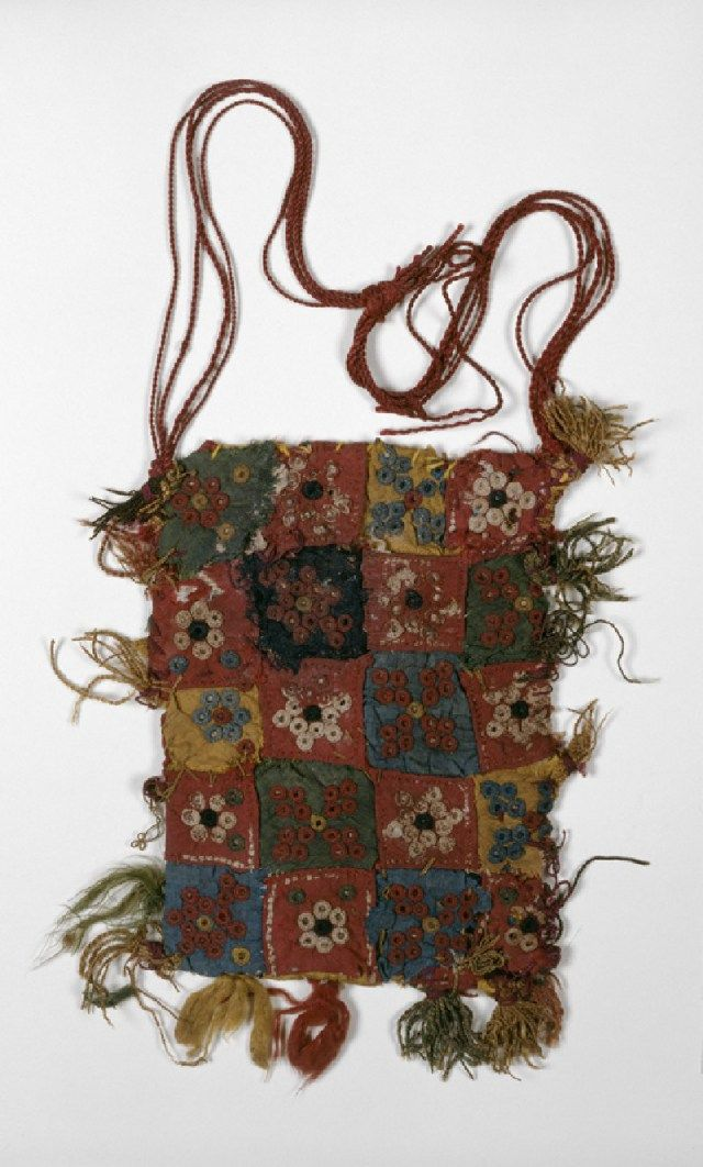 Quilted bag with rosettes, stars, and quatrefoils - Egypt, Mamluk Period (1250 - 1517)~ ASHMOLEAN MUSEUM - The date of the construction is unknown, but thought to be between the 13th to 16th centuries. This is a bag 11 x 8.5 cm with silk applied patchwork embroidery in red, white, blue, green and yellow silk. The bag has been lined with linen.