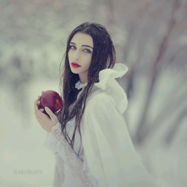 Snow White and the apple #fairytale