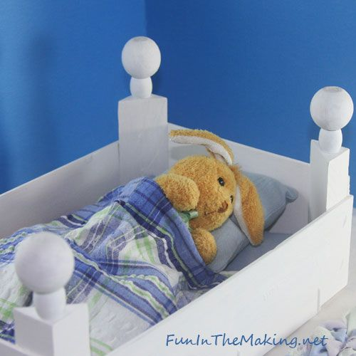 Simple doll bed made from clementine box...I have looked *everywhere* for a baby doll bed that doesn't cost an arm and a leg. I might even have everything I need already for this cute and cheapy project!