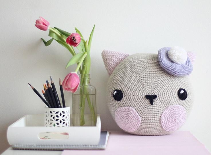 ooshki, made to order- Artist Cat pillow: Crochet Ideas, Kids Deco, Beautiful Shops, Cat Pillows, Artists Cat, Ooshki Catpillow Preview, Cat Faces, Crochet Cat, Amigurumi Pillows