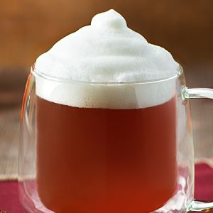 Une de nos boissons d'hiver favorites est certainement le thé latte. Voici notre recette étape par étape pour préparer un thé latte délicieusement moussé.