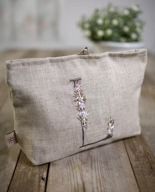 Beauty in lino con lettera ricamata - Borse - Accessori - Abbigliamento