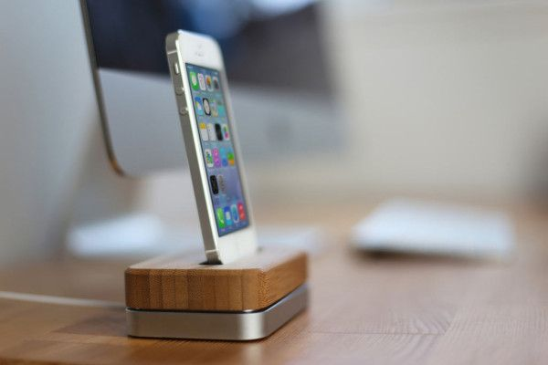 Groves New iPhone Dock in technology. this isn't just any old flimsy dock. It's made from steel and bamboo and is available in white, black, or silver, and compatible with iPhone 4, 4S, 5, 5S + 5C.