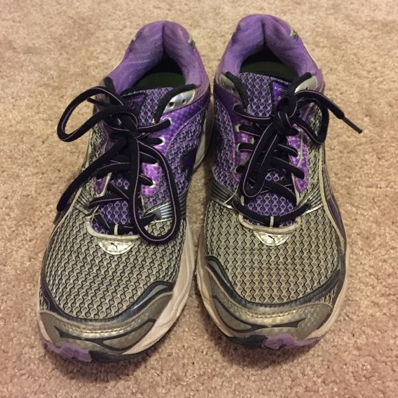 Puma tennis shoes Puma tennis shoes. A few year old but not worn a lot in that time. Women's size 9. Very comfortable! Puma Shoes Sneakers