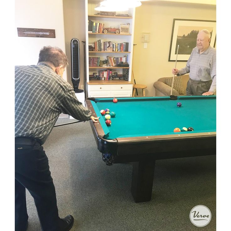 Residents at Dr. Hemstock took time to enjoy a game of pool. 🎱