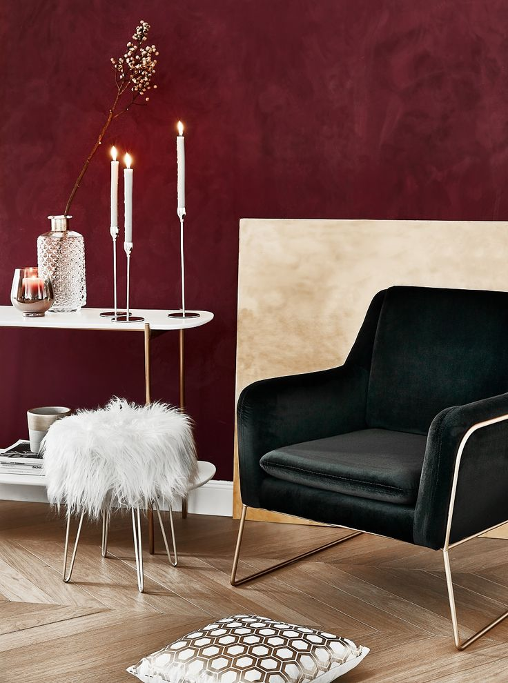Stilvolle schwarze Sessel können Euch, durch die unterschiedlichen Kombinationsmöglichkeiten, bei der Gestaltung Eurer Räume inspirieren. Sie schaffen eine gemütliche Atmosphäre und laden zum Verweilen und Entspannen ein. Eine Auswahl an eleganten schwarzen Sesseln findet Ihr bei WestwingNow. // Sessel Schwarz Samt Fell Silber Weiss Rot Bordeaux Wandfarbe Gestalten Wand
