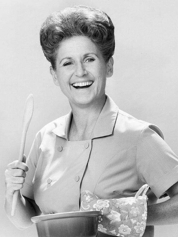 In Memory of The Brady Bunch's Ann B. Davis: Make Pork Chops and Applesauce http://greatideas.people.com/2014/06/02/alice-brady-bunch-ann-b-davis-recipes-pork-chop-applesauce/